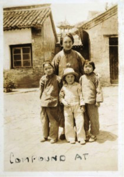 Gladys Aylward and children in China