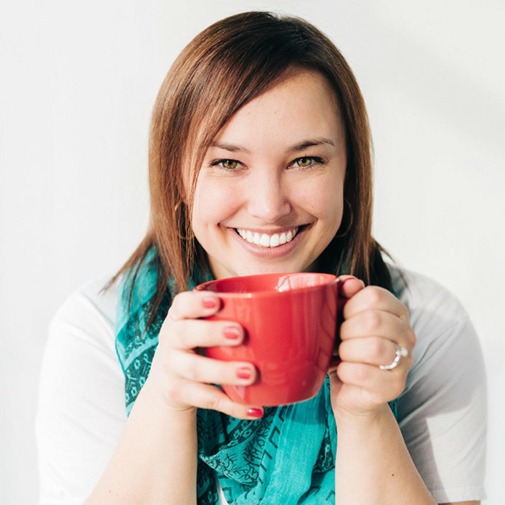 Allison Burns - Graphic Designer + Brand Stylist
