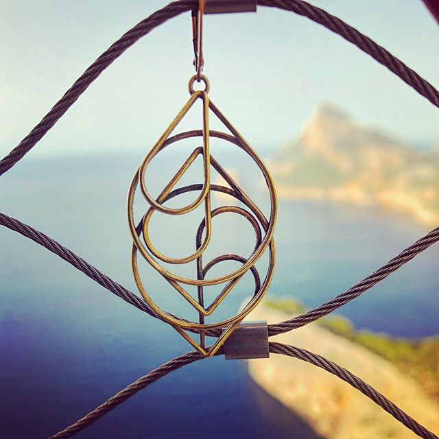 Looking out from Cap Formentor ⛰ . Experiencia Mallorquina . . Earrings shown are The Heart. . Shop: xldesigns.etsy.com . . . . . . . . . . . . #3Dprint #3Dprintedjewelry #3Dprinting #3Dprinted #sidehustle #success #jewelry #hoops #makers #makeraddictz #etsy #etsywholesale #sculpteo #shapeways #design #designers #accessories #boutique #jewelrygram #picoftheday #geometric #continuous #XLDesigns #CapFormentor #Mallorca #Espana