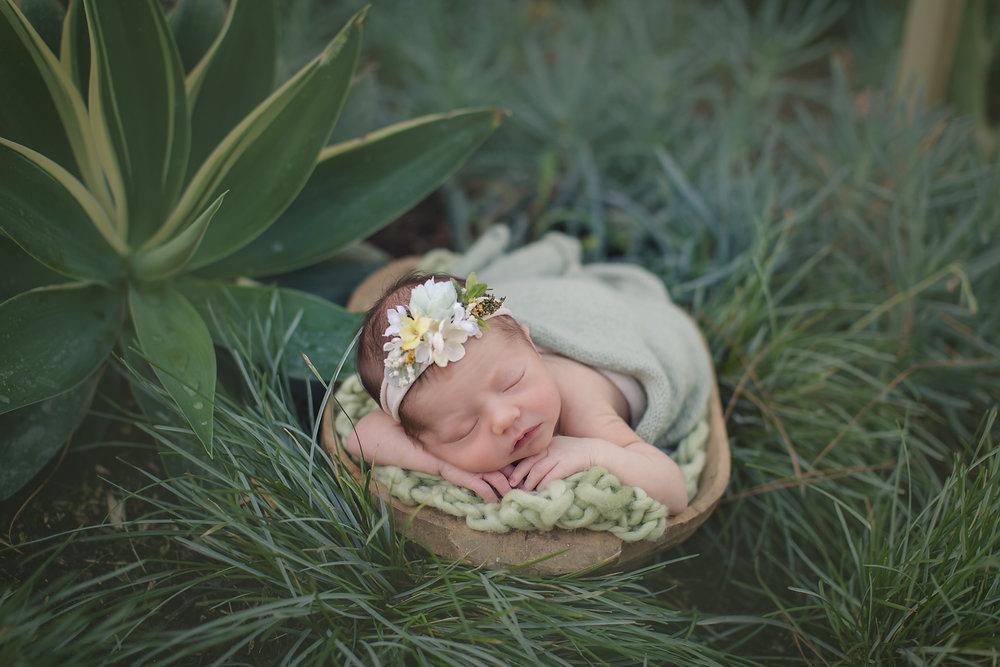 outdoor-newborn-photography-irvine-studio