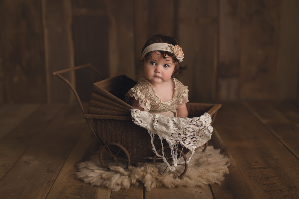 vintage-baby-photography-studio-orange-county-irvine-wood-backdrop