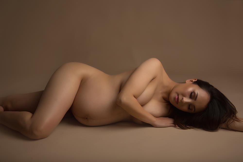 oc-maternity-photographer-studio-irvine-nude-portrait-classic-boudoir.png