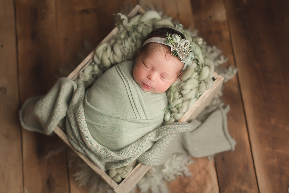 irvine-newborn-photographer-natural-green-organic-blankets-crate.png