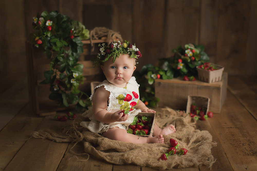 orange-county-strawberry-field-mini-sessions-studio-theme-strawberries.jpg