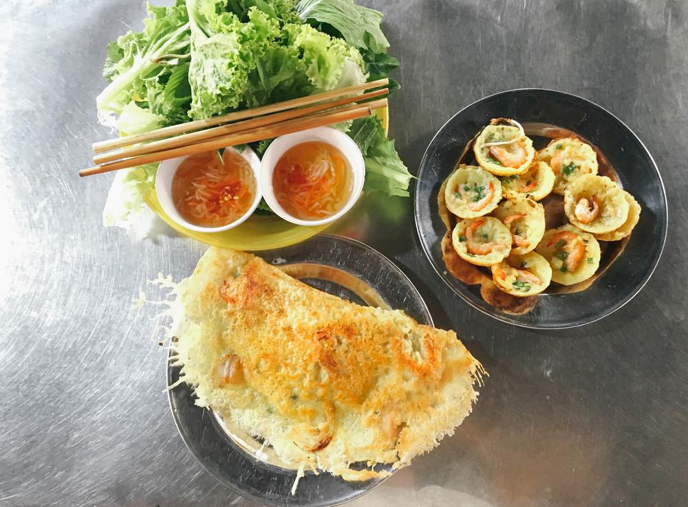 Vietnamese Food in Saigon - Where and What to Eat - cho thai binh market.jpg