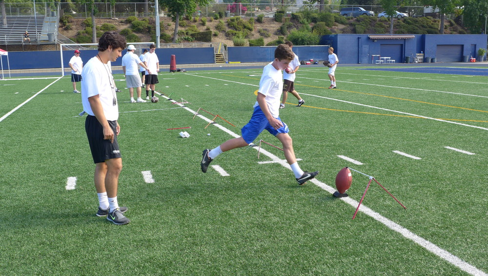 kicking1on1 coach frank cervenka coaching at kicking1on1 summer camp