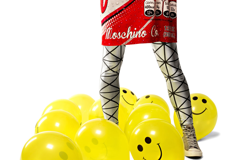 Shirt-Dress Moschino D'Adélia Store, Leggings Production's own, Sneakers Converse, Balloons, Mascarilha.pt