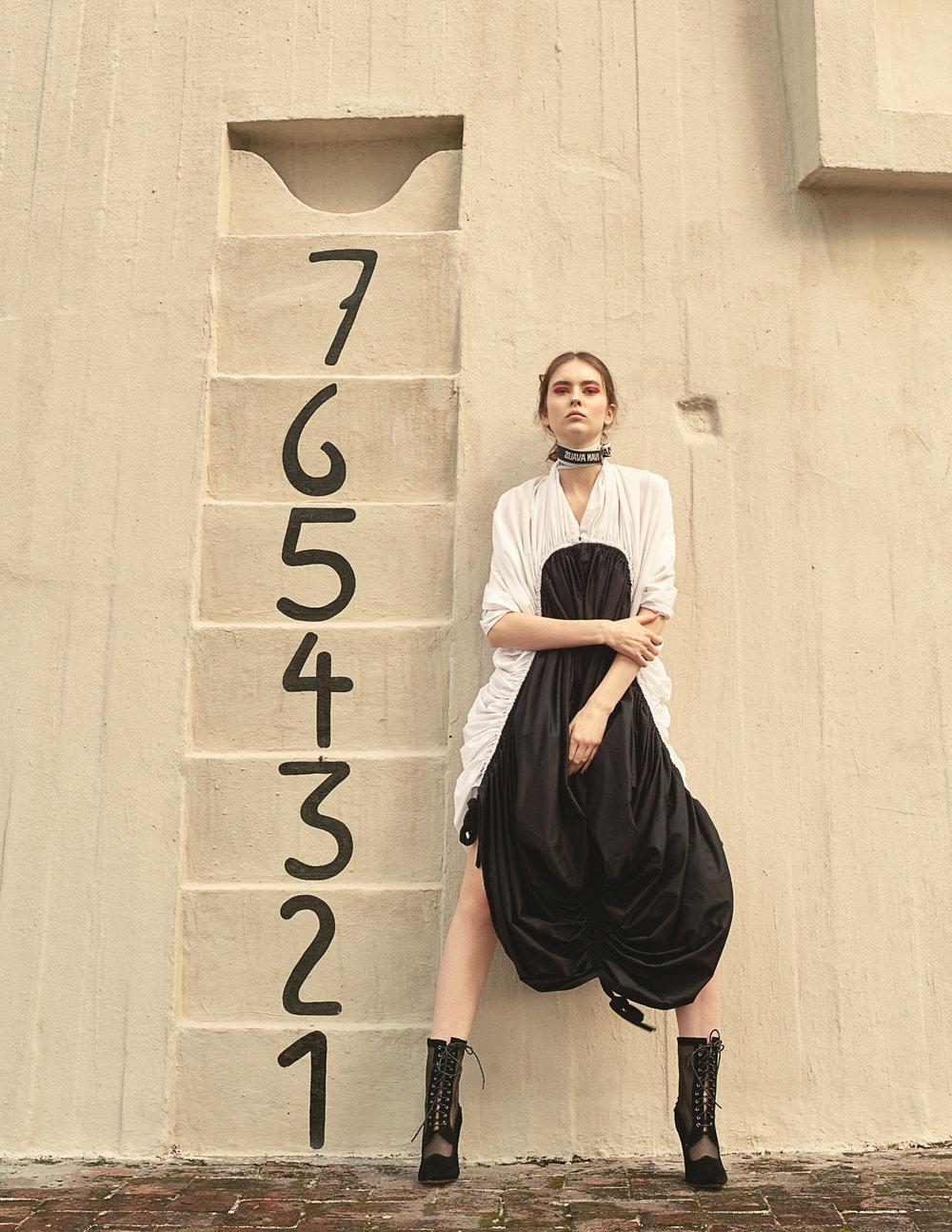 Choker  Ivan Avalos   Dress  Malafacha   Shoes  Rebeca Miranda