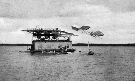 Samuel_Pierpont_Langley_-_Potomac_experiment_1903.jpeg