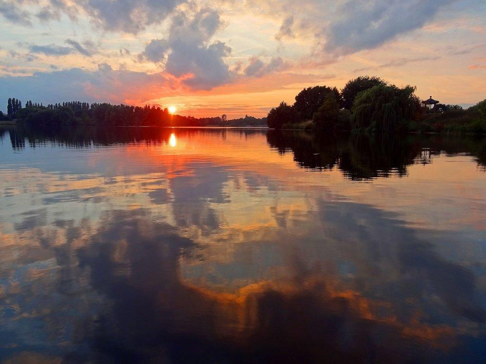 sunset-549677_1920.jpg