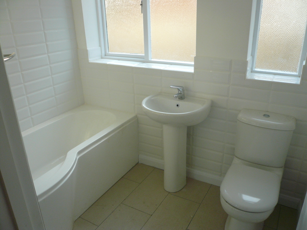 Refurbished bathroom without wall