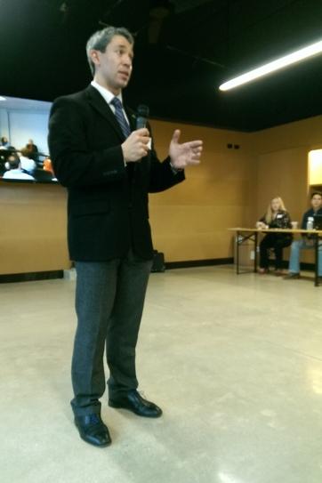 City Councilman Ron Nirenberg speaks to LOOP Members.