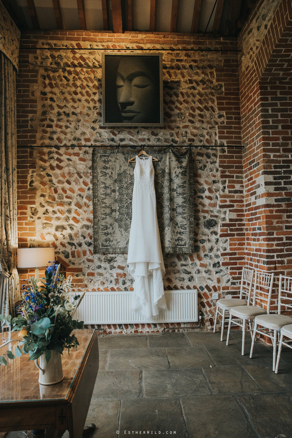 Wedding_Photographer_Chaucer_Barn_ Norfolk_Copyright_Esther_Wild_