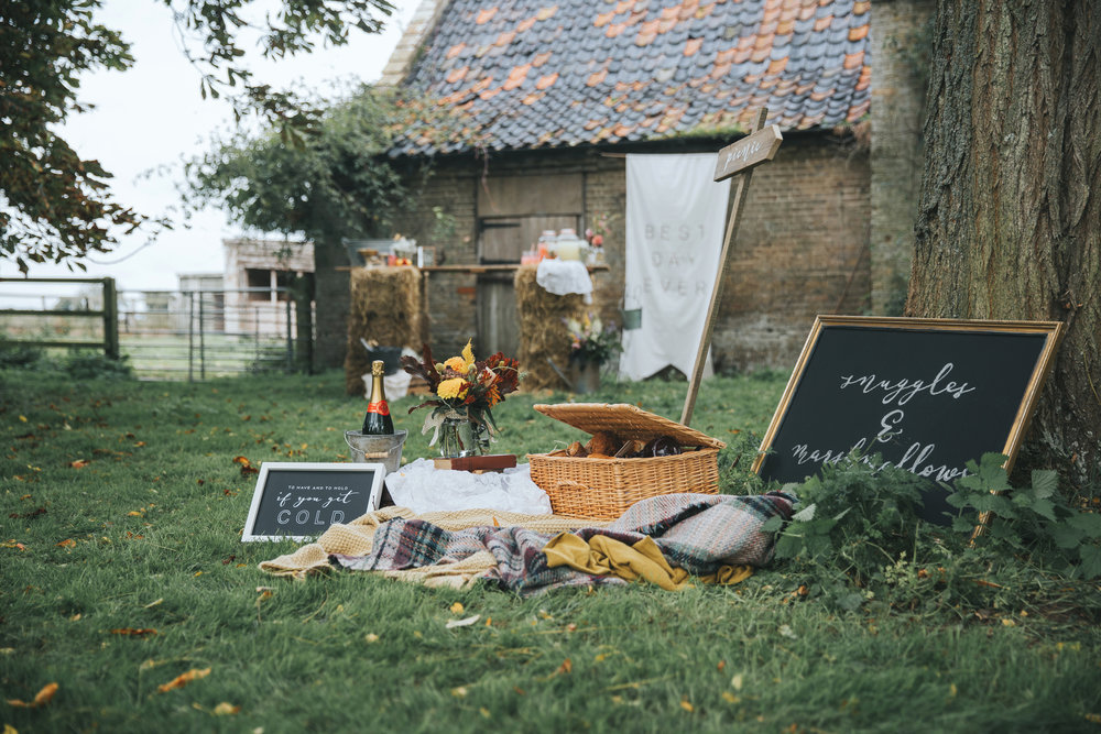 Esther_Wild_Little_Horse_Box_Norfolk_Wedding_IMG_2707.jpg