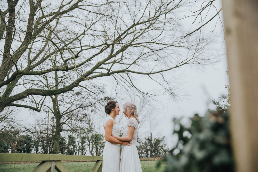 Elms_Barn_Weddings_Suffolk_Photographer_Copyright_Esther_Wild_IMG_2052.jpg