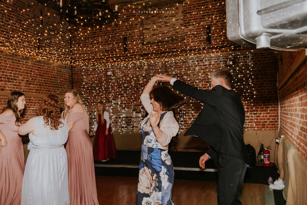 Glebe_Farm_Barn_Rustic_Norfolk_Wedding_Esther_Wild_Photographer_Copyright_IMG_3020.jpg