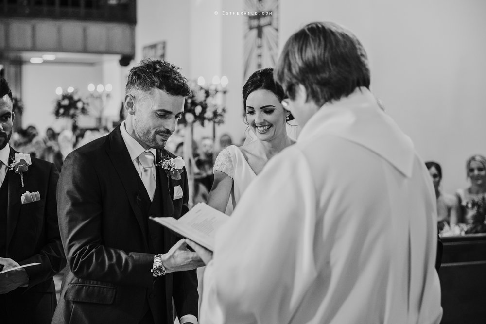 Wootton_Wedding_Copyright_Esther_Wild_Photographer_IMG_0910-2.jpg