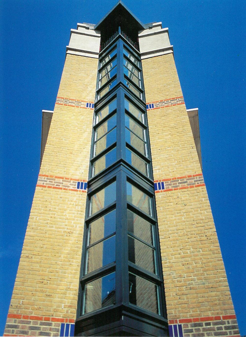 Comyn Ching Traingle_corner building_1995.jpg