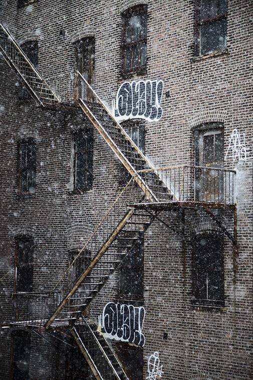 Snow falls in New York. New York, NY