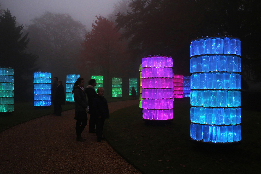 Bruce Munro, Water-Towers (Waddesdon Manor, UK, 2013). Photographer, Mark Pickthall