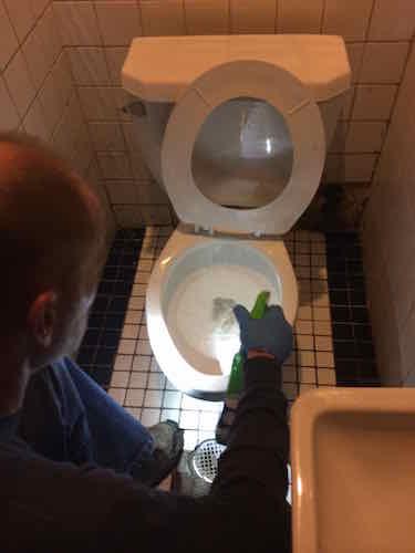 Handy Maniac preps for toilet repair