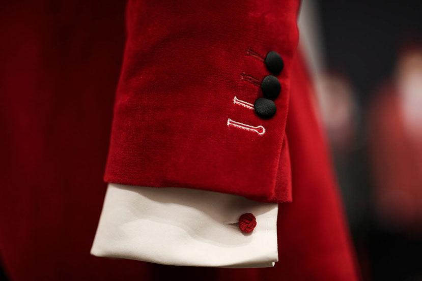 JAGGS_chemise_sur_mesure_costume_sur_mesure_Belgique_waterloo_bruxelles_Jaggs-by-JVP-smoking-rouge-boutons-manchette-chemise-blanche-2.jpg