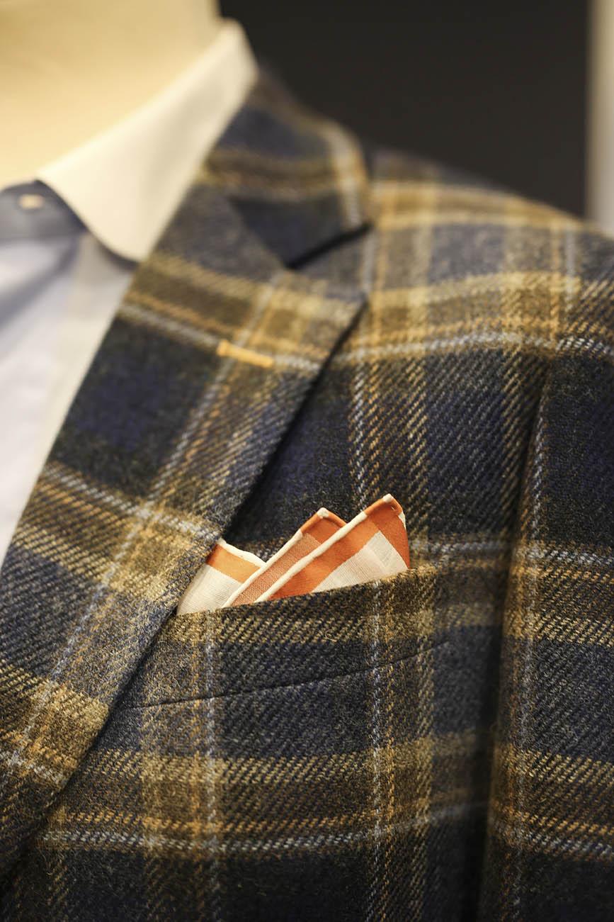 JAGGS-costumes-et-chemises-sur-mesure-Belgique-Bruxelles-Waterloo-accessoire-pochette-mouchoir-Simonnot-Godard