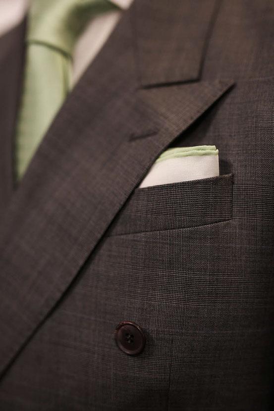 JAGGS_chemise_sur_mesure_costume_sur_mesure_Belgique_waterloo_bruxelles_Jaggs-by-JVP-cotsume-gris-cravate-pochette.jpg