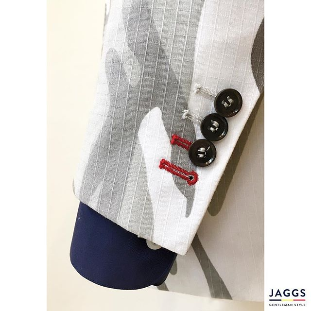Out of the norm ! That's the #JAGGSSTYLE ! 🇧🇪🎩👌🏻 #JAGGS #JAGGSSTYLE #bespoke #tailormade #dapper #dandy #sprezzatura #jaggsstyle #jaggsstore #suit #shirt #bowtie #waistcoat #jacket #menstyle #belgiumbrand #waterloo