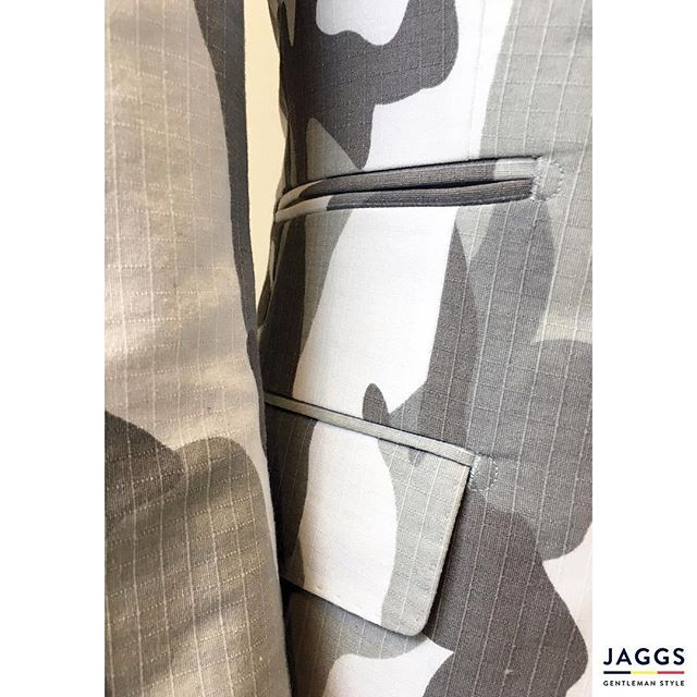 Everything is in the details!That's the #JAGGSSTYLE ! 🇧🇪🎩👌🏻 #JAGGS #JAGGSSTYLE #bespoke #tailormade #dapper #dandy #sprezzatura #jaggsstyle #jaggsstore #suit #shirt #bowtie #waistcoat #jacket #menstyle #belgiumbrand #waterloo