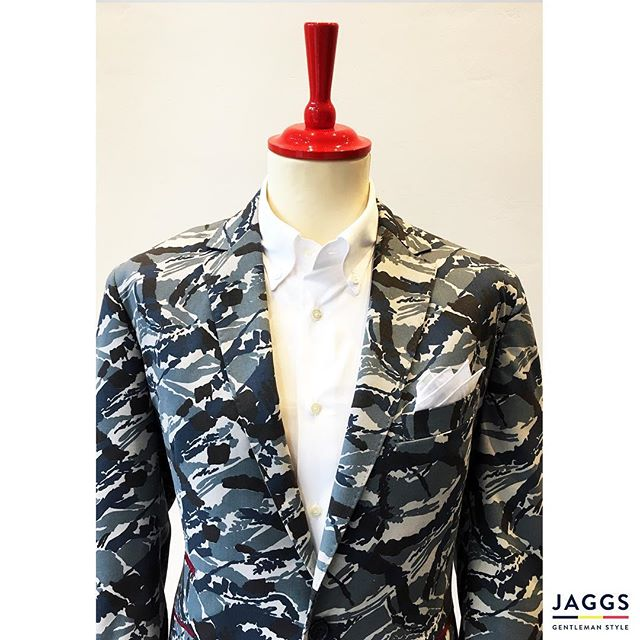 The originality ! That's the #JAGGSSTYLE ! 🇧🇪🎩👌🏻 #JAGGS #JAGGSSTYLE #bespoke #tailormade #dapper #dandy #sprezzatura #jaggsstyle #jaggsstore #suit #shirt #bowtie #waistcoat #jacket #menstyle #belgiumbrand #waterloo