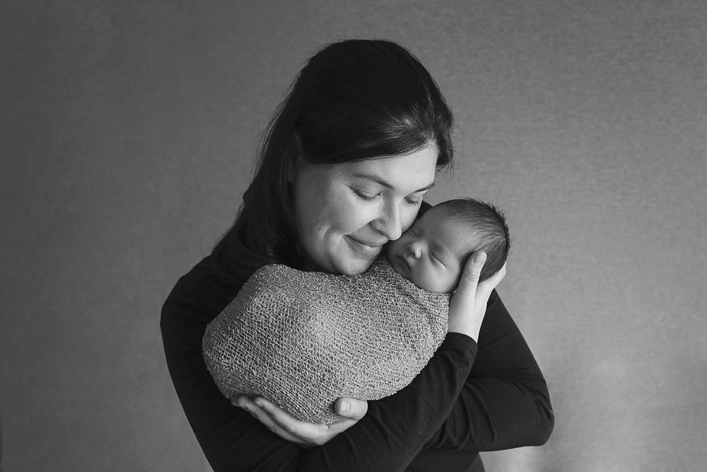 Mother-and-daughter-photo-newborn-baby-photography-toronto