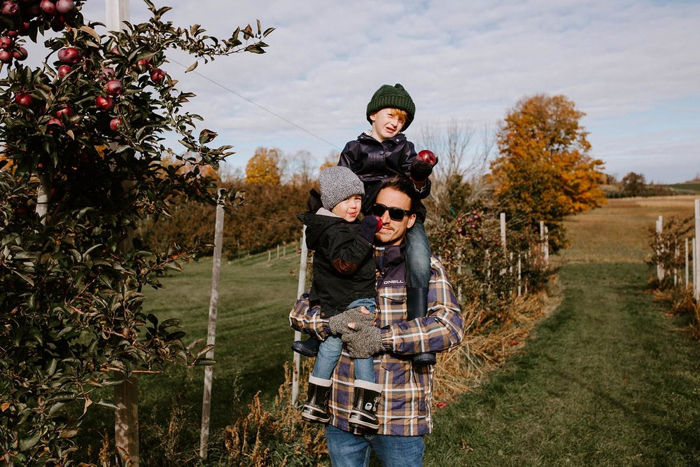 family-photographer-copperred-photography-apple-picking.jpg