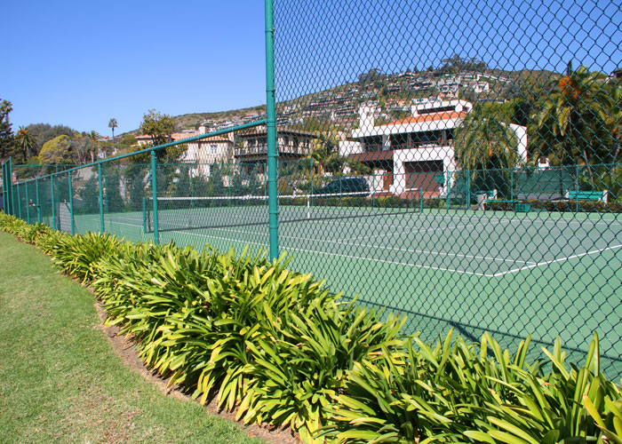 emerald_bay_beach_tennis_700.jpg