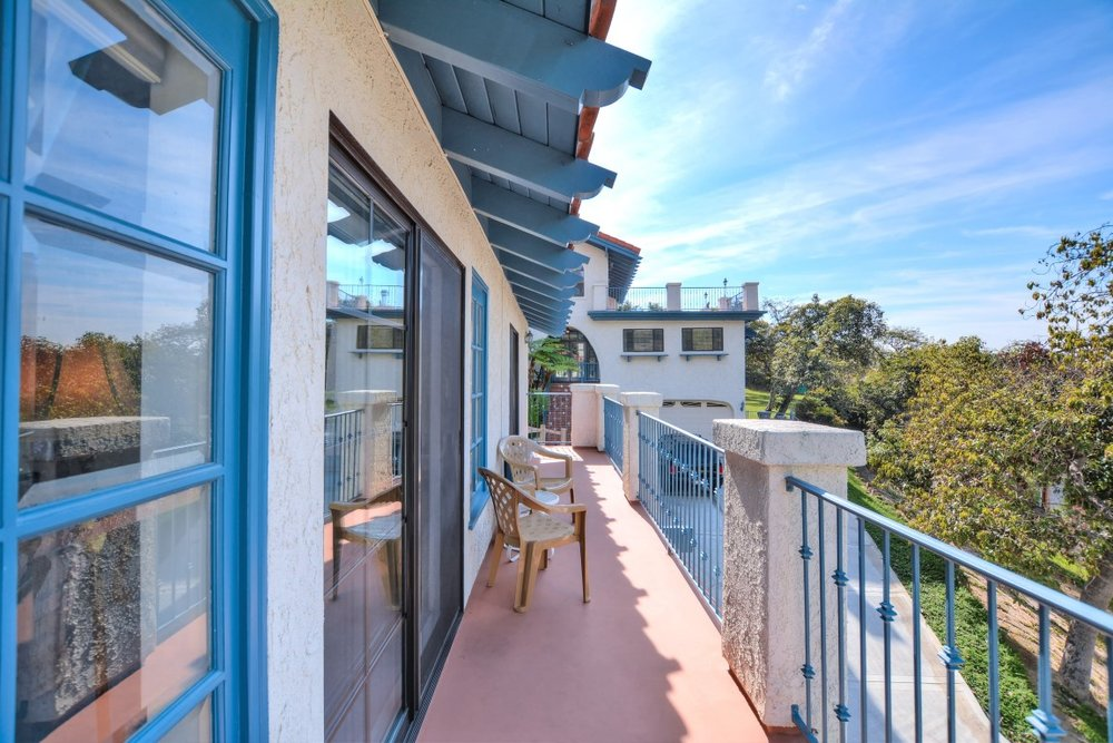 058_Apartment Balcony (Medium).jpg