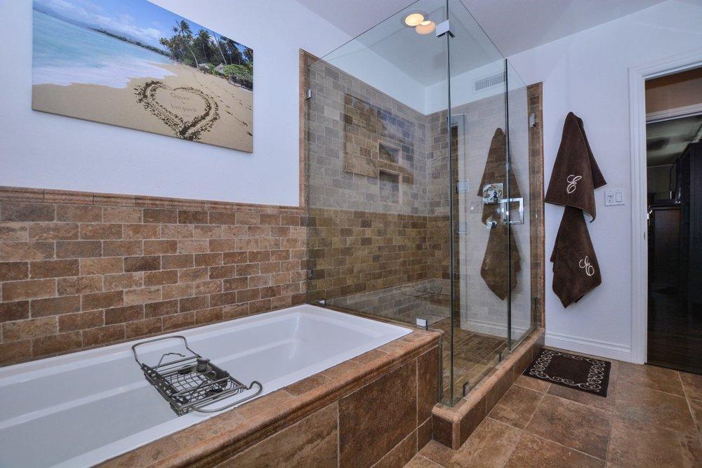 026_Master Bathroom (Medium).jpg