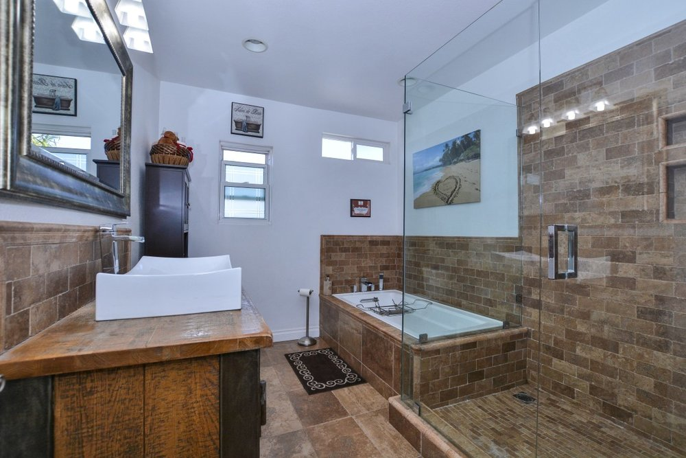 025_Master Bathroom (Medium).jpg