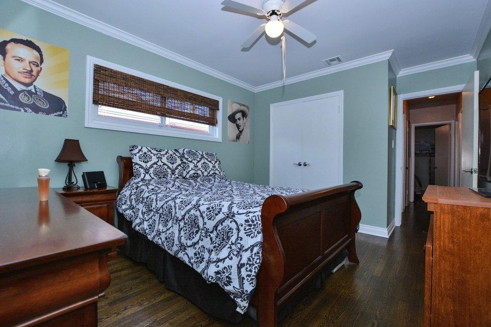 015_Bedroom 1 (Medium).jpg