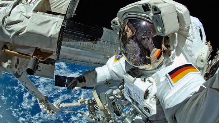 Alexander Gerst takes a spacewalk selfie during 2014 EVA. Credit: ESA/NASA