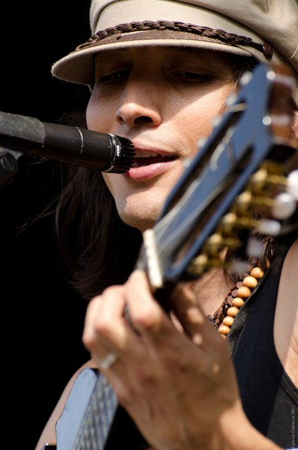 Singing Guitarist.jpg