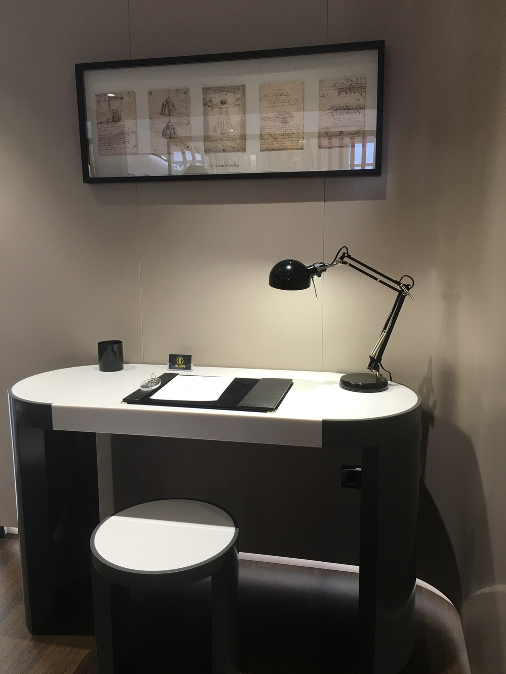 Krion desk and stool