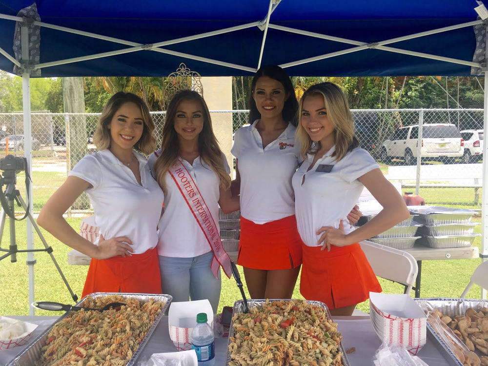 Our South Florida Hooters Girls and Miss Hooters International spending time with 500 amazing kids from the SEEK organization! Check out all the fun they had!