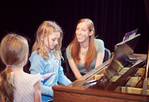 HabitAware-Kelsey-TLCBFRB-Piano-Teaching-Renaissance-Woman-With-Trichotillomania.png