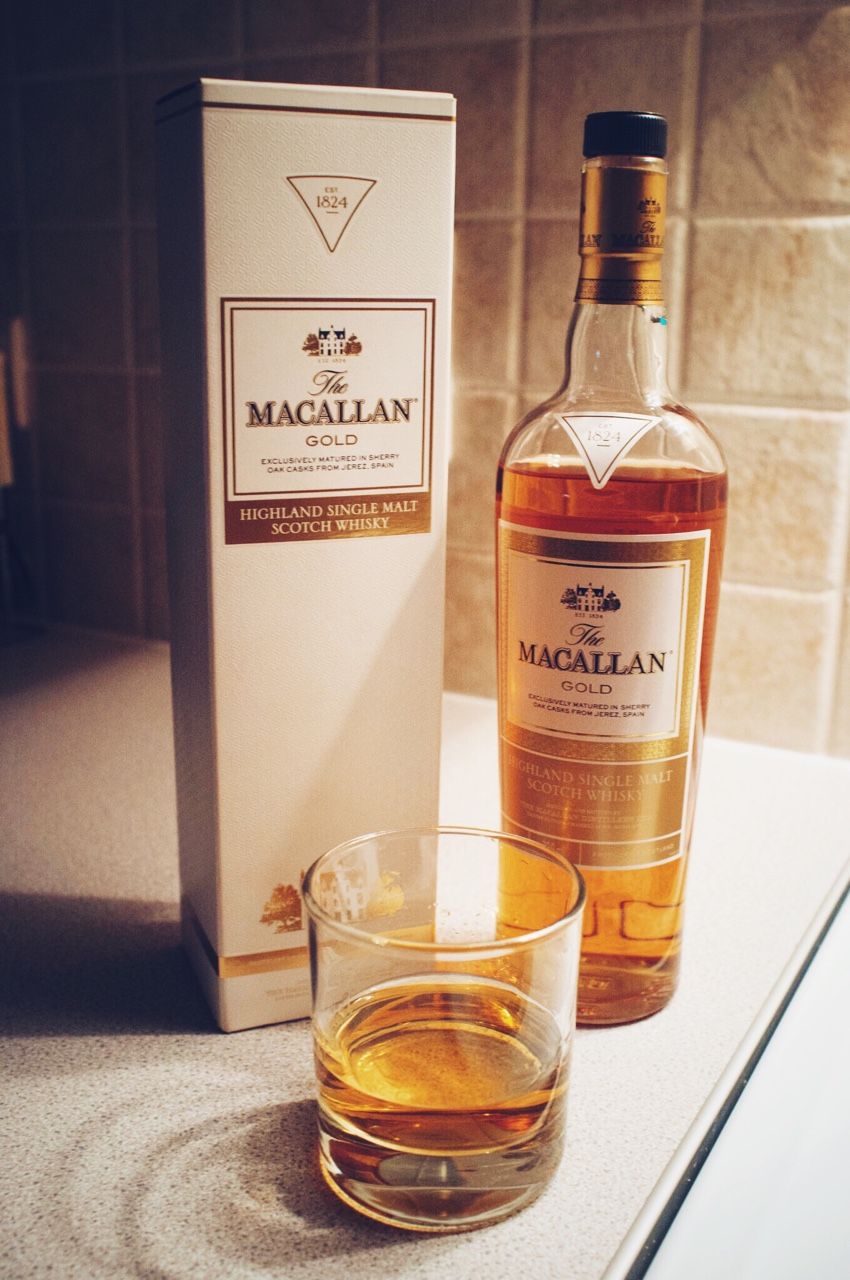 Got a late Christmas present yesterday from a friend and well, it would be rude not to have a wee one! I do enjoy a wee Macallan.     I also took this photo as part of my photo a day for 365 days.