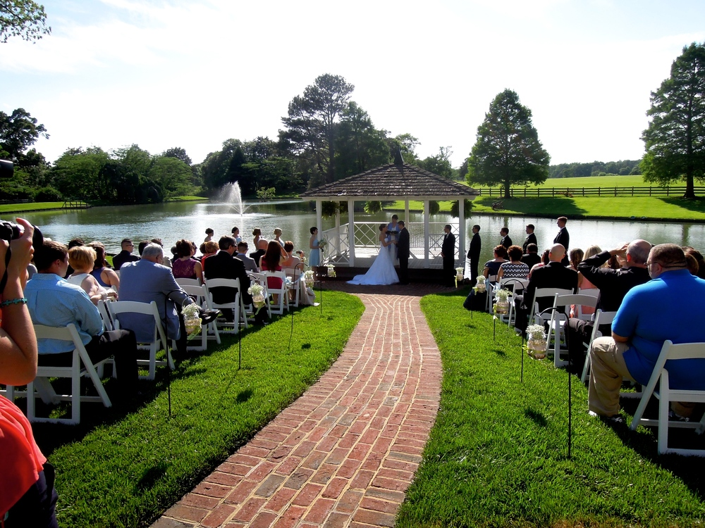 Wedding ceremony at Rose Hill Plantation in Nashville NC