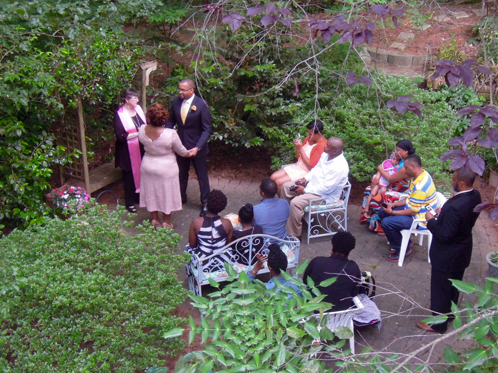 A family wedding in Kayelily's wedding garden.