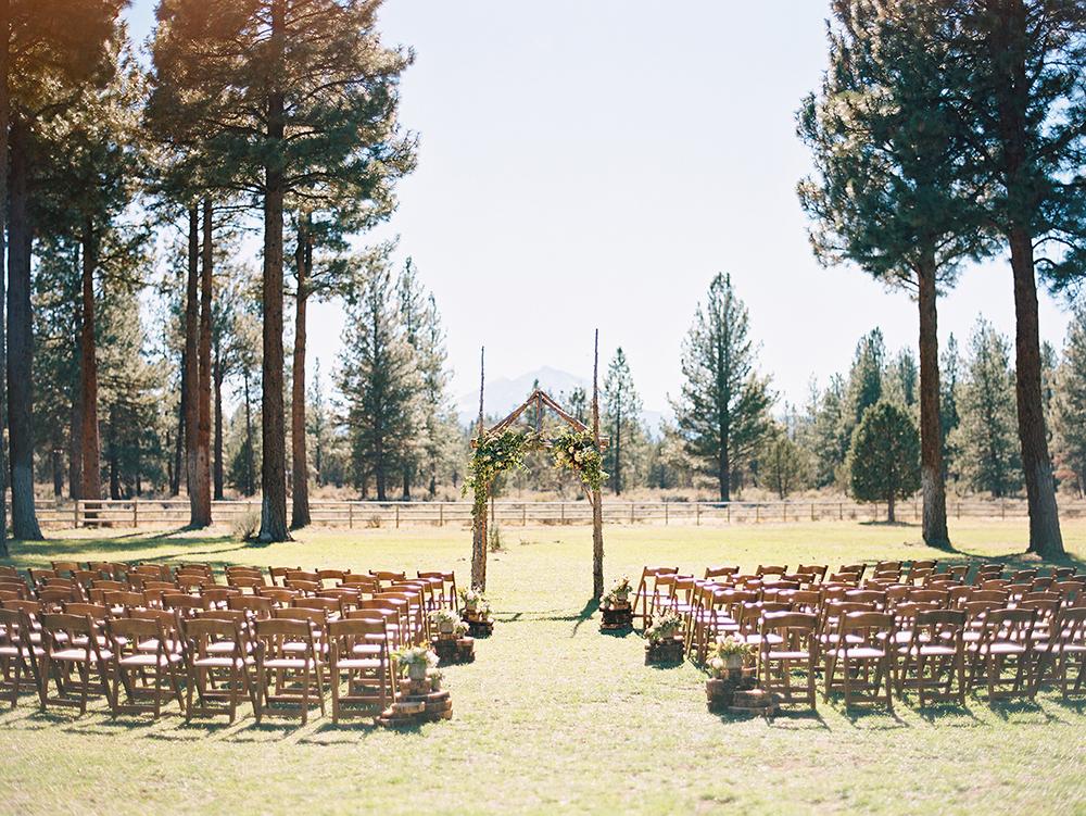 Heirloom Floral Design - Bend Oregon - Wedding - Ceremony -Oregon Made-slow flowers-farmerflorist-Sisters Oregon.jpg