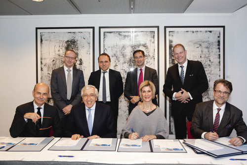 Signinig of the Memorandum of Understanding in 2015. Standing from left to right: Guntram Wolff, Yves Bertoncini, RobinNiblett, Aart De Geus. Seating: Piero Gastaldo, Artur Santos Silva, Brigitte Mohn, Mikko Kosonen