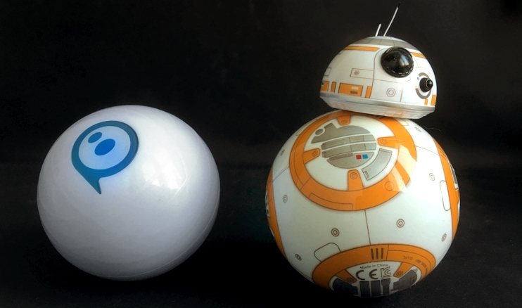 Original Sphero (left) and BB-8. Photo by Krystian Kozerawski.