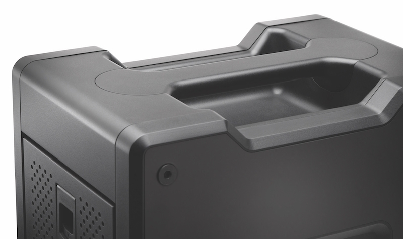 The integrated handle on top of the G-SPEED Shuttle XL RAID